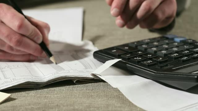 vidéos et rushes de analyse des données financières - financial bill
