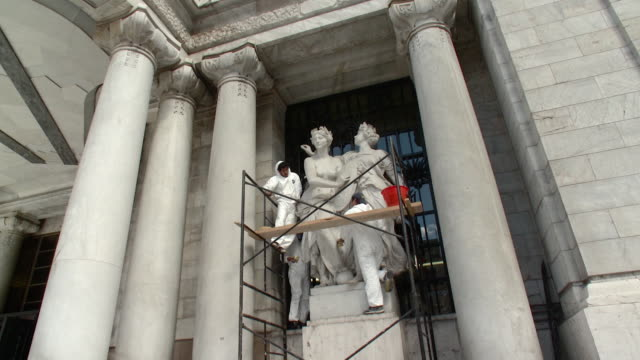 WS LA Fine Arts Palace Workers Cleaning Statues / Mexico City, Mexico