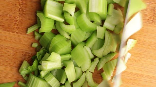 vídeos de stock, filmes e b-roll de fine celery chop - aipo