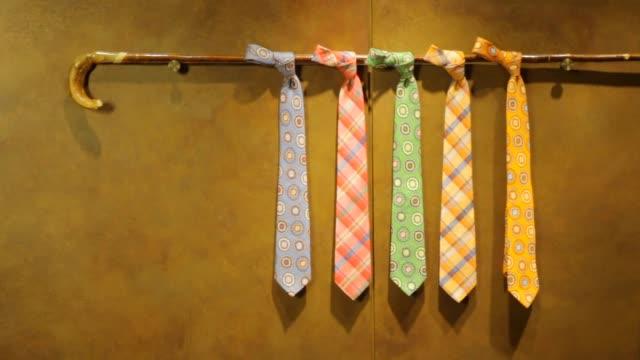 vídeos de stock e filmes b-roll de fine men's clothing - neckties - gravata