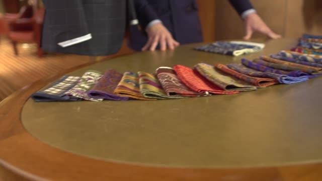 feine männerkleidung-schals, taschentücher, taschenplätze - maßkonfektion stock-videos und b-roll-filmmaterial