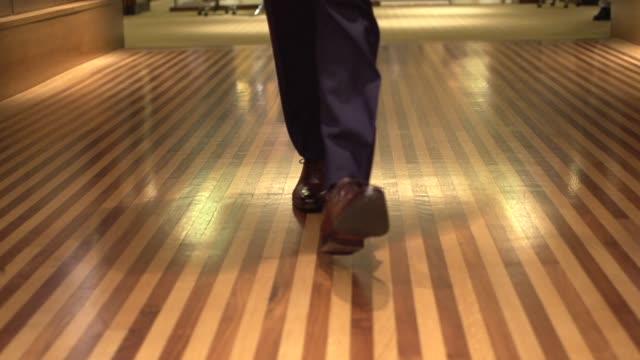 fine men es clothing-walking down the hall slow motion - maßkonfektion stock-videos und b-roll-filmmaterial