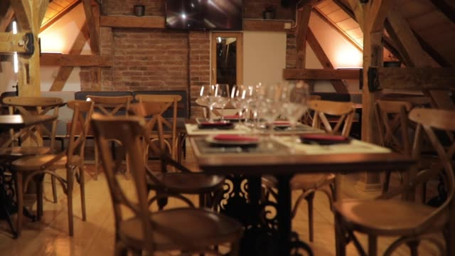 feines restaurant set - tischtuch stock-videos und b-roll-filmmaterial