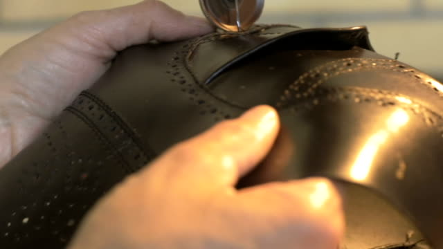 靴を作る細かい仕事 - 仕立て屋点の映像素材/bロール