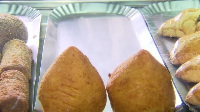 vídeos de stock, filmes e b-roll de finger food - lanche