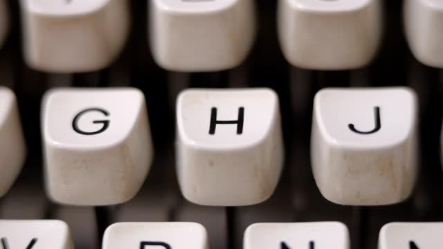 vídeos de stock e filmes b-roll de finger typing letter h on old, retro typewriter. - alfabeto