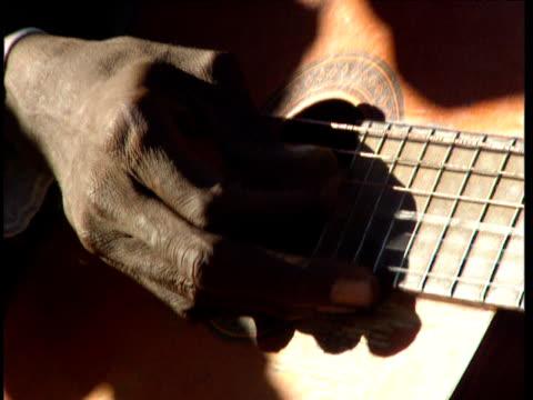 vídeos y material grabado en eventos de stock de fingers of guitarist plucking strings democratic republic of congo - instrumento de cuerdas