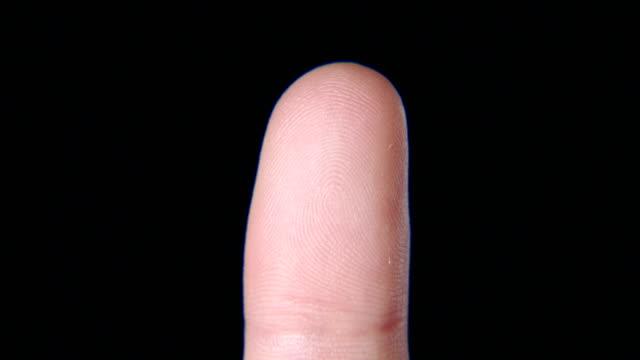 fingertip - fingerabdruck stock-videos und b-roll-filmmaterial