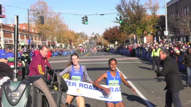 stockvideo's en b-roll-footage met finish kick very close buze diriba of ethiopian outleads molly huddle of the usa - salmini