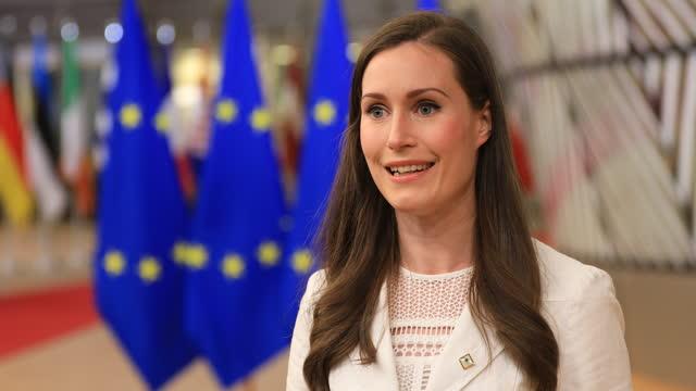 finish prime minister sanna mirella marin arrives for an extraordinary eu summit on may 24, 2021 in brussels, belgium. european union leaders are... - demokrati bildbanksvideor och videomaterial från bakom kulisserna