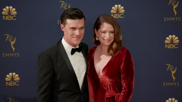 vídeos de stock, filmes e b-roll de finn wittrock and sarah roberts at the 70th emmy awards arrivals at microsoft theater on september 17 2018 in los angeles california - 70th annual primetime emmy awards