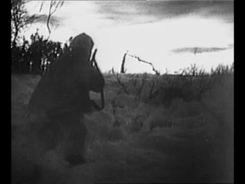 vídeos de stock e filmes b-roll de finnish soldiers wearing white uniforms advance in snowy field using skis during winter war against the soviet union / rear shot finnish soldier... - forma de água
