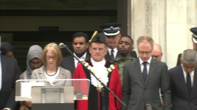 vidéos et rushes de memorial service held uk london memorial service at islington town hall / 'london united' words on muslim welfare house in finsbury park england... - town hall