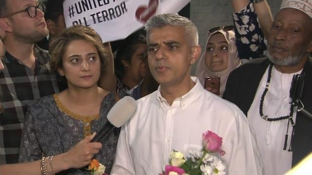 more details about suspect darren osborne; england: london: finsbury park: muslim welfare house: night sadiq khan holding flowers and chatting sadiq... - leg press stock videos & royalty-free footage