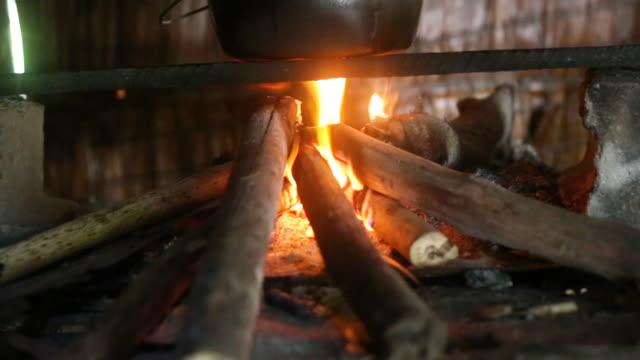 vídeos y material grabado en eventos de stock de fire and pot on the stove_handheld medclose - isleño del océano pacífico