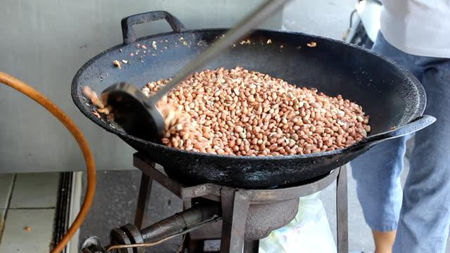 fire bean on spade of frying pan - runner bean stock videos & royalty-free footage