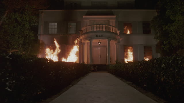 vidéos et rushes de a fire blazes at the kappa delta sigma university house. - brasier
