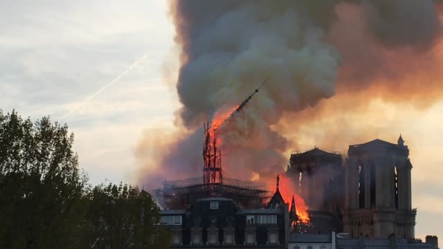 a fire broke out on monday afternoon and quickly spread across the building collapsing the spire the cause is yet unknown but officials said it was... - turmspitze stock-videos und b-roll-filmmaterial