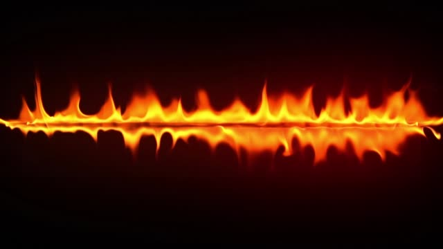 vidéos et rushes de incendie brûlant au ralenti - touche de couleur