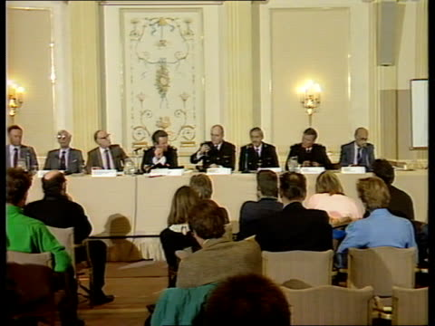 fire chiefs call for furniture foam ban int london grosvenor hotel ms fire chiefs seated at pkf ls ditto tms reporters seated at pkf - chester inghilterra video stock e b–roll