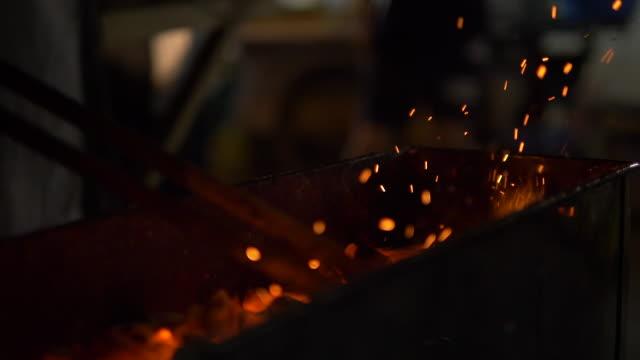 eld kol i natten - vedbrasa bildbanksvideor och videomaterial från bakom kulisserna