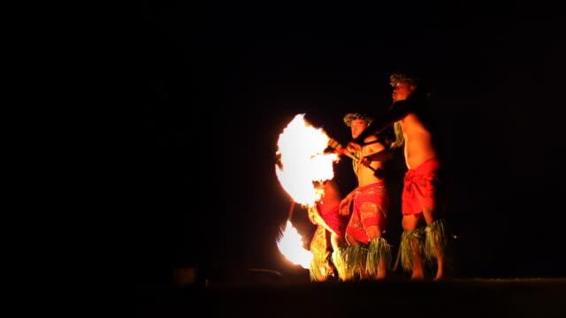 vidéos et rushes de danseur de feu artistes - îles du pacifique