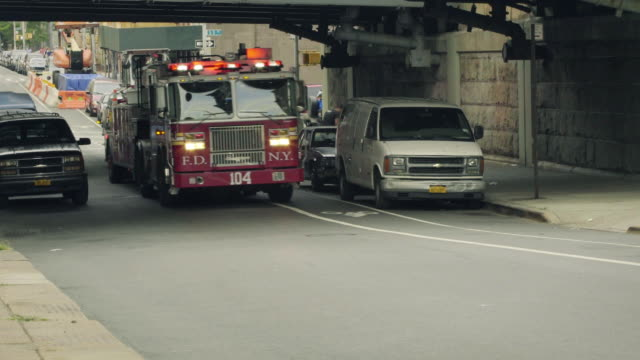 fire engine - fire department of the city of new york stock-videos und b-roll-filmmaterial