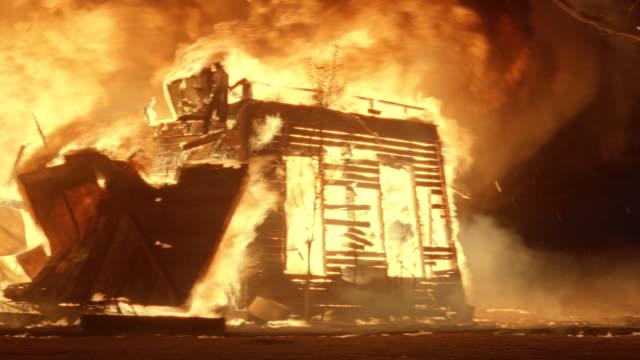 vidéos et rushes de fire engulfs a farmhouse. - brûler