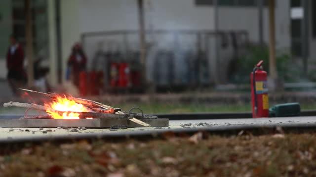 火災格闘家のトレーニング - 緊急用具点の映像素材/bロール