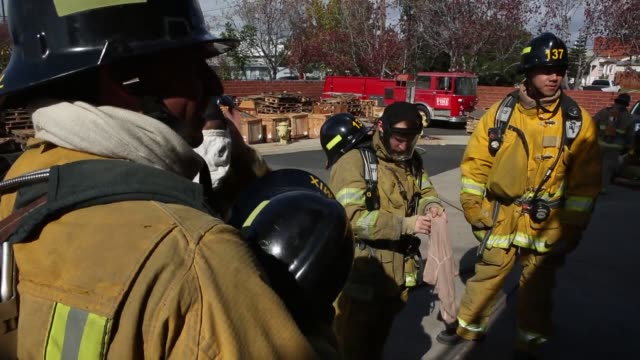stockvideo's en b-roll-footage met fire fighters run through a number of drills at the el camino community college fire academy in inglewood california fire academy recruits carry an... - rekruut