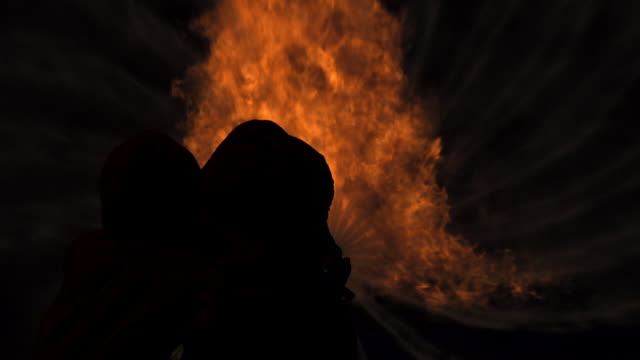stockvideo's en b-roll-footage met brandweerlieden - zaklamp