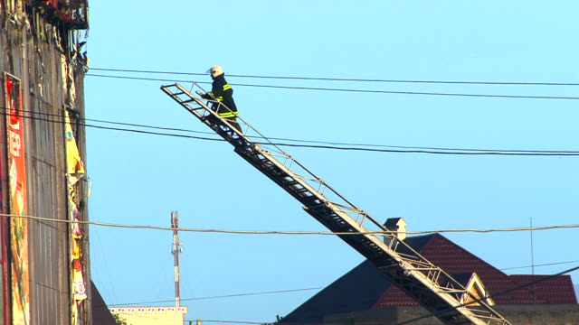stockvideo's en b-roll-footage met fire fighting - ladder gefabriceerd object