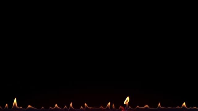 vídeos de stock, filmes e b-roll de beiras da flama do incêndio isoladas no preto. 4k uhd. - part of a series