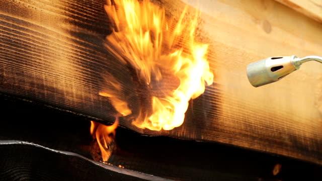 炎を燃やす木の面。 - ブンセン灯点の映像素材/bロール