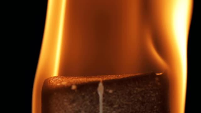 Feuer Flammen auf schwarzem Hintergrund