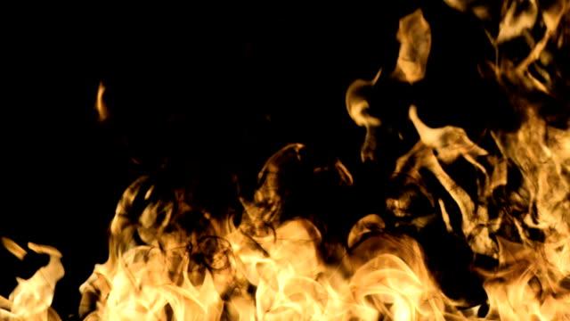 feuer flames - brennbar stock-videos und b-roll-filmmaterial