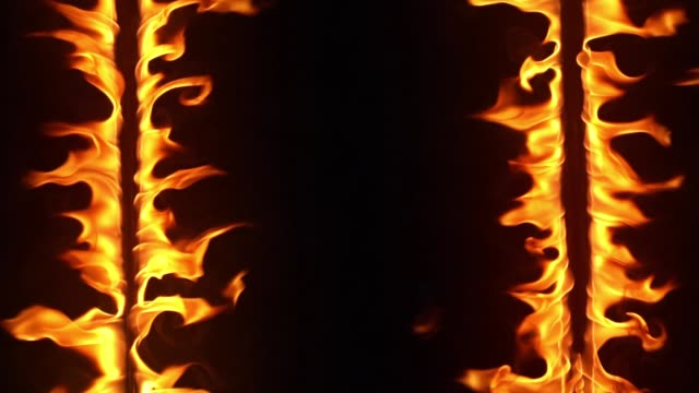 feuerrahmen brennt in zeitlupe - brennbar stock-videos und b-roll-filmmaterial