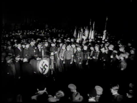 vídeos de stock, filmes e b-roll de fire in distance / nazi men singing - 1933