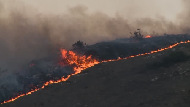 fire in west hills area of los angeles burning during the november 2018 woolsey fire - woolsey feuer stock-videos und b-roll-filmmaterial