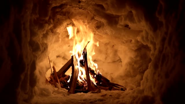 vídeos de stock e filmes b-roll de a fire lit by survival experts providing heat on a cold night - brightly lit