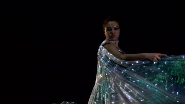 vídeos de stock e filmes b-roll de fire performer. dancer. - exposição