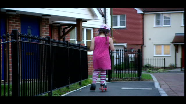 christmas information film ext stephanie jenkins plays on child's scooter in street mandy smith describes stephanie's injureis and subsequent... - dondolarsi video stock e b–roll