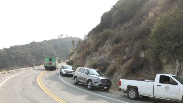 fire truck on its way to fight wildfires. bobcat fire in angeles national forest. the u.s. west is bracing for another blast of dry and windy... - sierra madre stock-videos und b-roll-filmmaterial