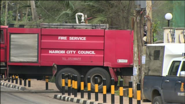 fire truck responds to the westgate mall in nairobi, kenya during the 2013 attack on that location by the terrorist group al-shabaab. - war or terrorism or military点の映像素材/bロール