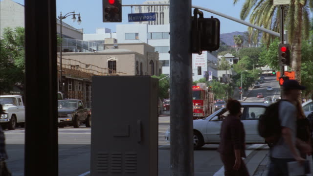 ts fire truck with lights flashing driving through red light / los angeles, california, united states - 消防車点の映像素材/bロール