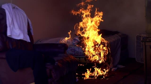 vidéos et rushes de fire - accident bénin