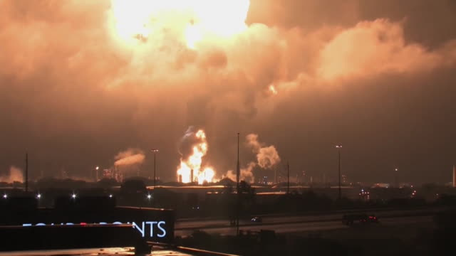 fireball from an explosion at the philadelphia energy solutions oil refinery in south philadelphia, pennsylvania. - fireball stock videos & royalty-free footage
