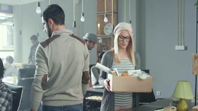 stockvideo's en b-roll-footage met ontslagen zakenvrouw - ontslaan