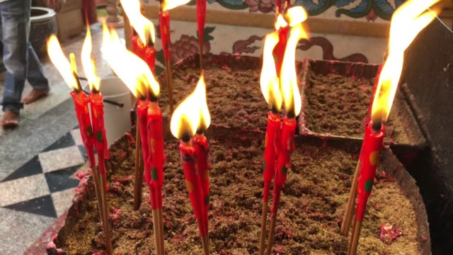 fired candle worship - chinesisches laternenfest stock-videos und b-roll-filmmaterial