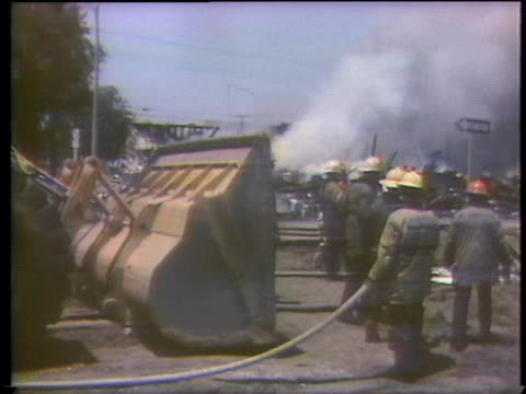 firefighters battle a fire that was ignited by a gasoline pipeline explosion in culver city, california. - 1976年点の映像素材/bロール